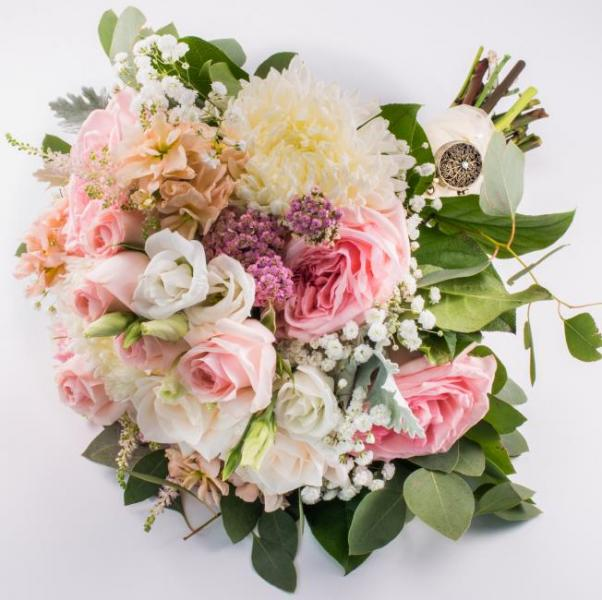 A beautiful bridal bouquet is ideal when planning your wedding.